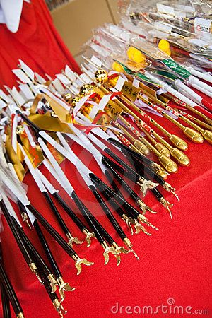 Japanese ceremonial notched arrows sold at Shrines by Wdeon, via Dreamstime