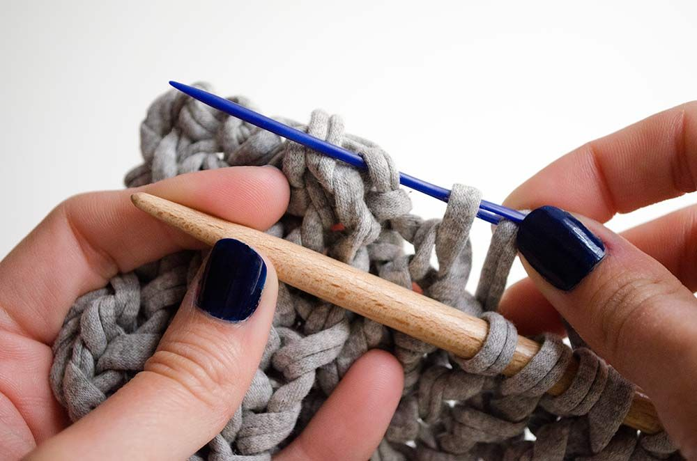 How to cast off with a tapestry needle
