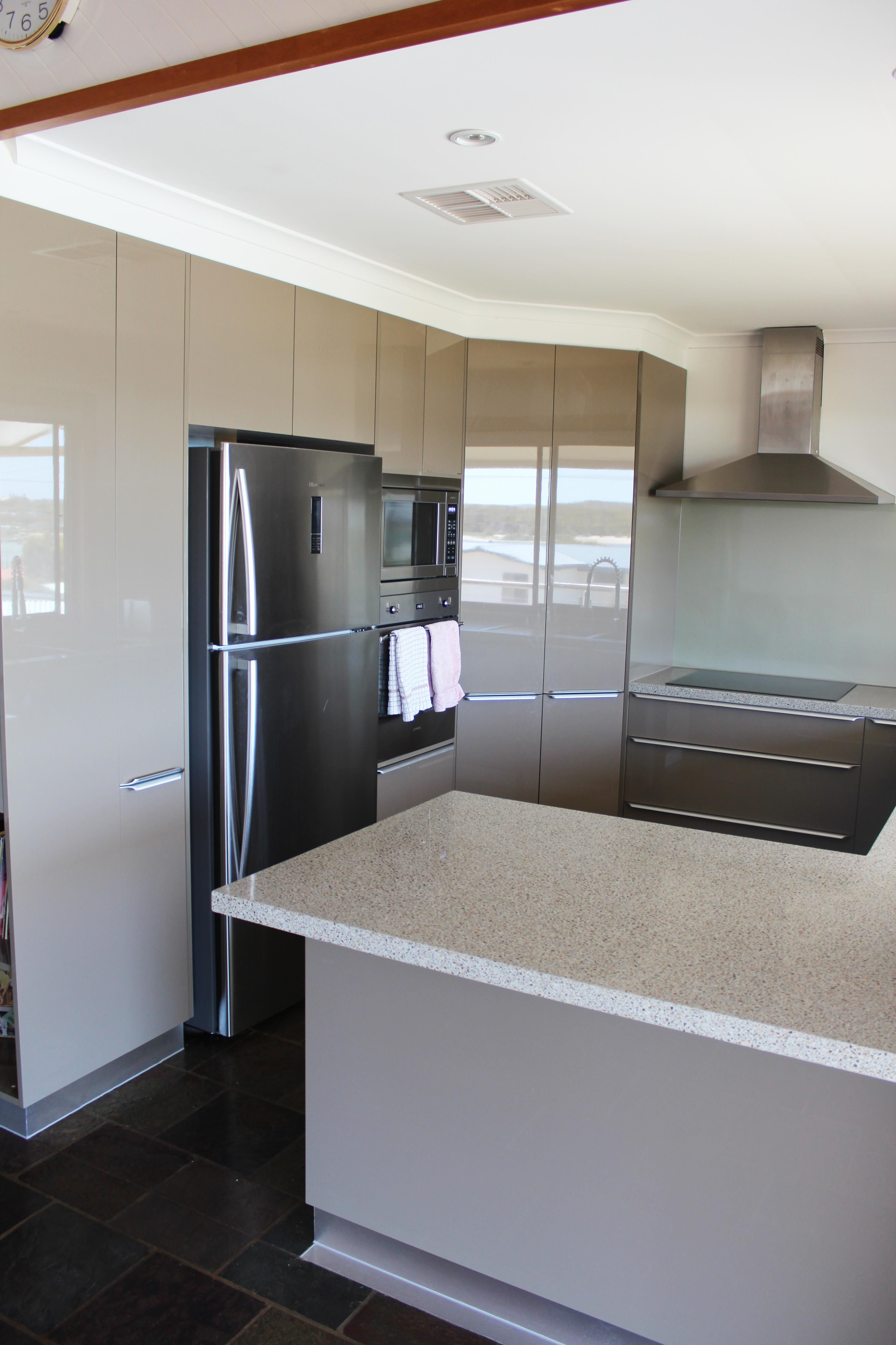 Benchtops Trend Surfaces Quot King Ivory Quot Panels Polytec Quot Caraway Createc Gloss Quot Splashback