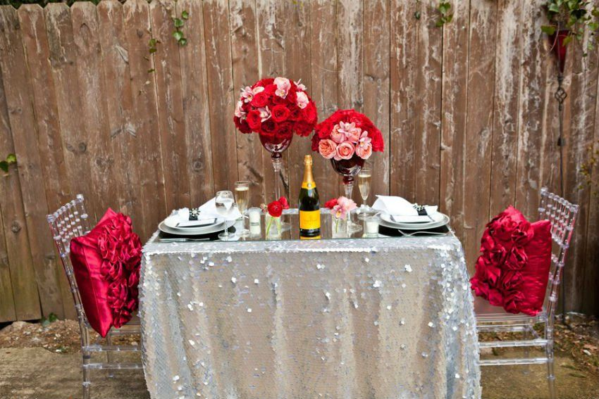 How to Decorate an Impressive Valentine\'s Day Dinner Table