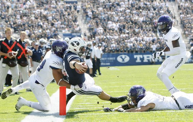 Byu Quarterback Taysom Hill Scores A Touchdown While Being Face
