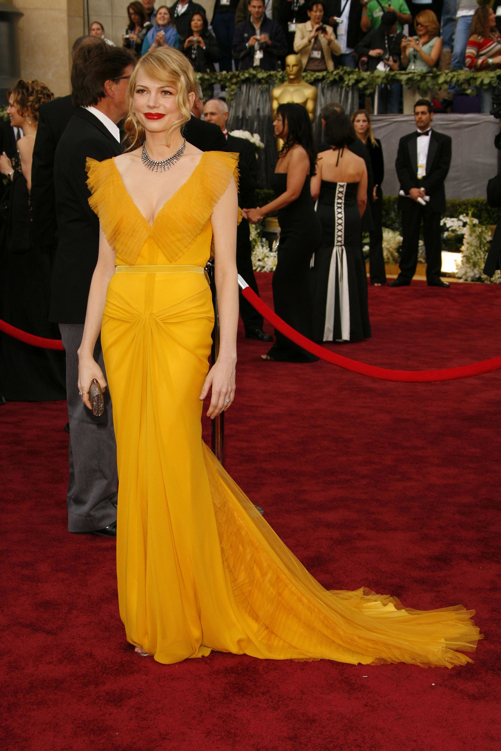 25 Oscars Dresses That Will Go Down In Red Carpet History Best Oscar Dresses Oscar Dresses Oscar Gowns