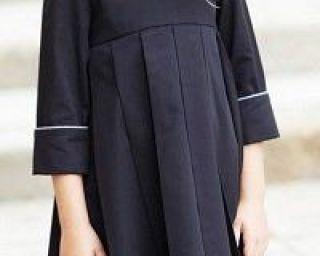 empire kleid mit falten und langen Ärmeln  kostenlose modelle armeln empire falten kleid