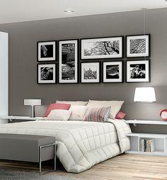 No quarto preferimos só um ou dois quadros maiores na parede principal. Se for para ter mais, só se for como este estilo. Mais sóbrio.