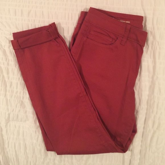 Loft curvy skinny ankle pants Never been worn! No tag--removed tag before trying them on. Beautiful rust color, great for winter wear! Size 30/10 LOFT Pants