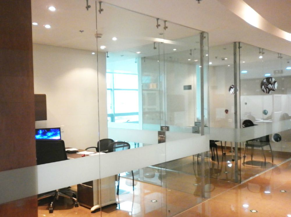 Divisiones de oficina buscar con google mamparas de vidrio pinterest for Divisiones de oficina
