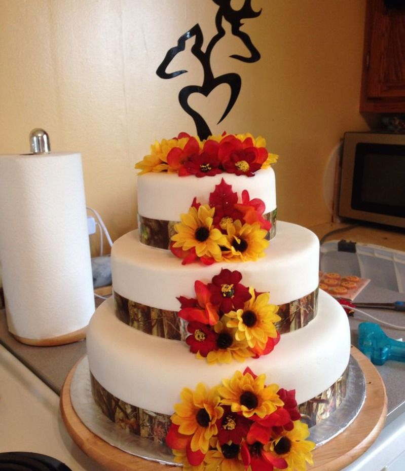 Classy Camo Wedding Ideas: Autumn Camo Wedding Cake