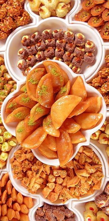 Arabian Sweets Dubai Http Www Moveindubai Com Egyptian Food Middle Eastern Recipes Food