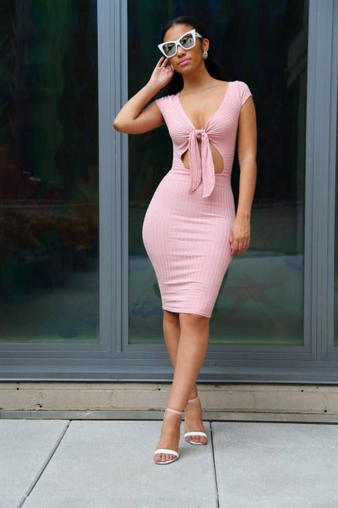 7a3377c8605b Spikes And Sequins Pink Bodycon Dress Outfit Idea