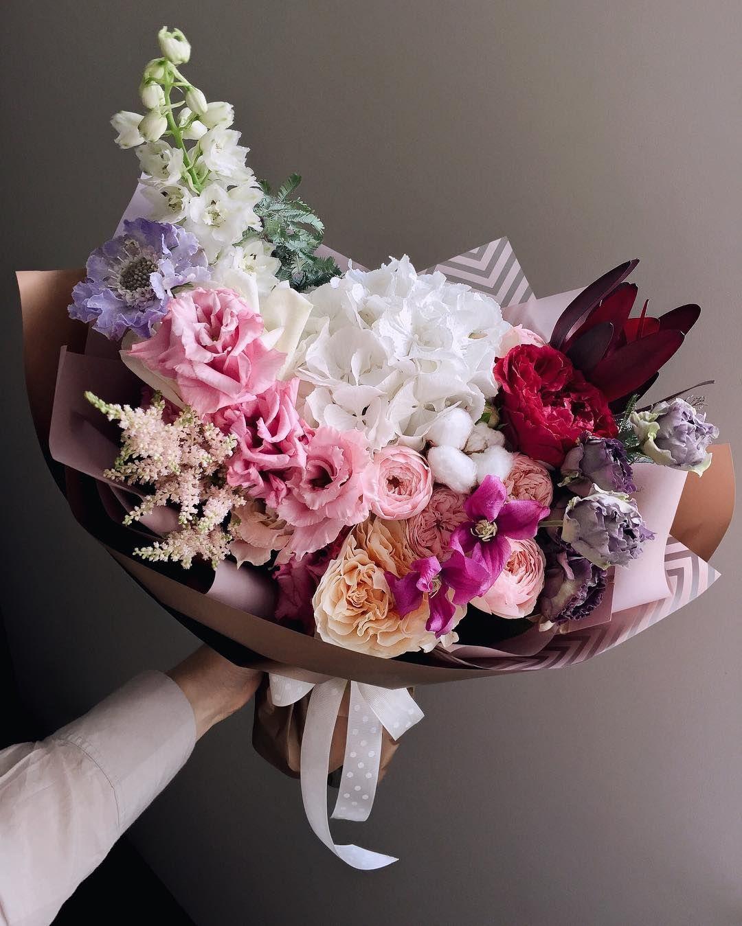Kogda Cvety Zastavlyayut Vseh Lyudej Ryadom Ulybatsya Kak Sumasshedshih Glaza Ispytavayut Blazhenstvo Ot Sozerc Flowers Bouquet Flower Gift Fresh Flowers Arrangements