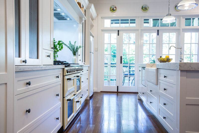 2pac Shaker Style Cabinetry With Ample Drawers For Storage And Easy Access Hamptons Kitchen Shaker Style Cabinetry Kitchen Styling