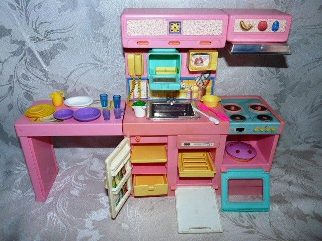 Barbie kitchen with sounds and accessories. The phone rings, the ...