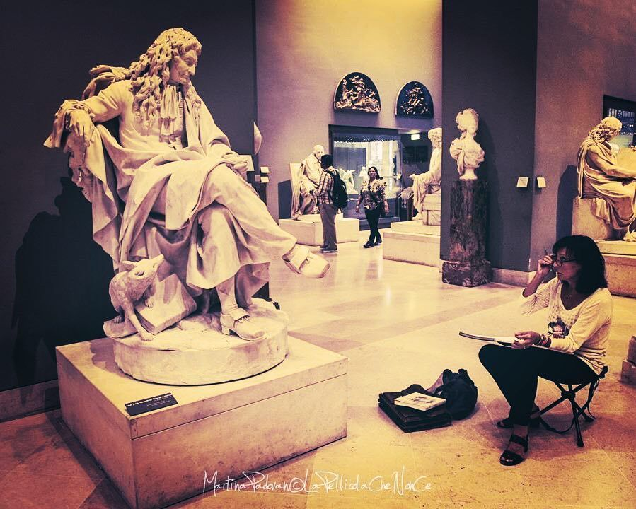 THE #ART OF LOOKING AT ART!  #paris #igerseverywhere #lapellicolachenonce #photography #louvre #artist #BeCurious #travel #takealookaround