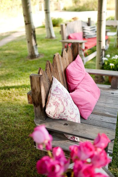 Love a bench like this in the garden:)