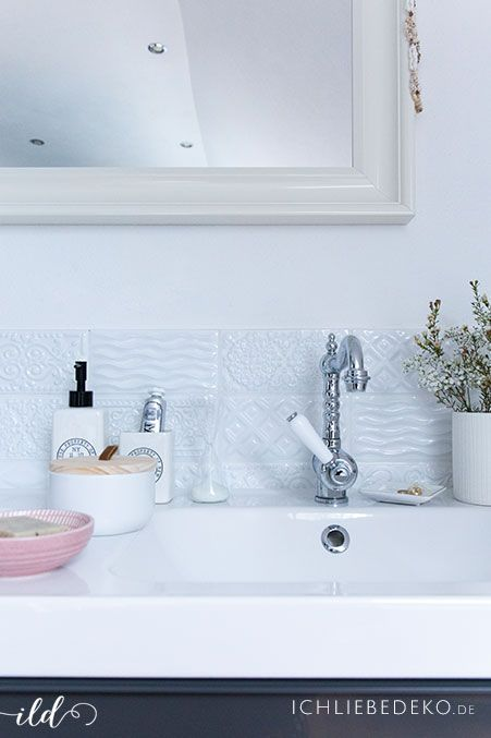 hyggeliges Badezimmer mit spanischen Musterfliesen und Nostalgie-Amaturen