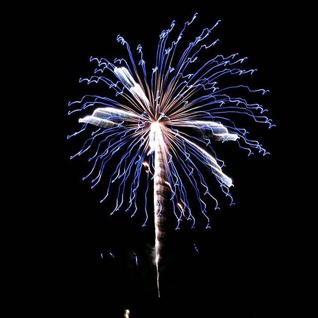 Happy New Year my dear friends and Instagram followers! 💖Laura #happynewyear2017 #happynewyear #hyvääuuttavuotta #newyear #uusivuosi #fireworks #ilotulitus #huaweip9 #huaweisuomi