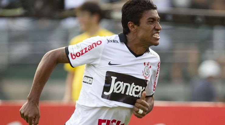 Paulinho é o artilheiro do Corinthians na temporada 2012