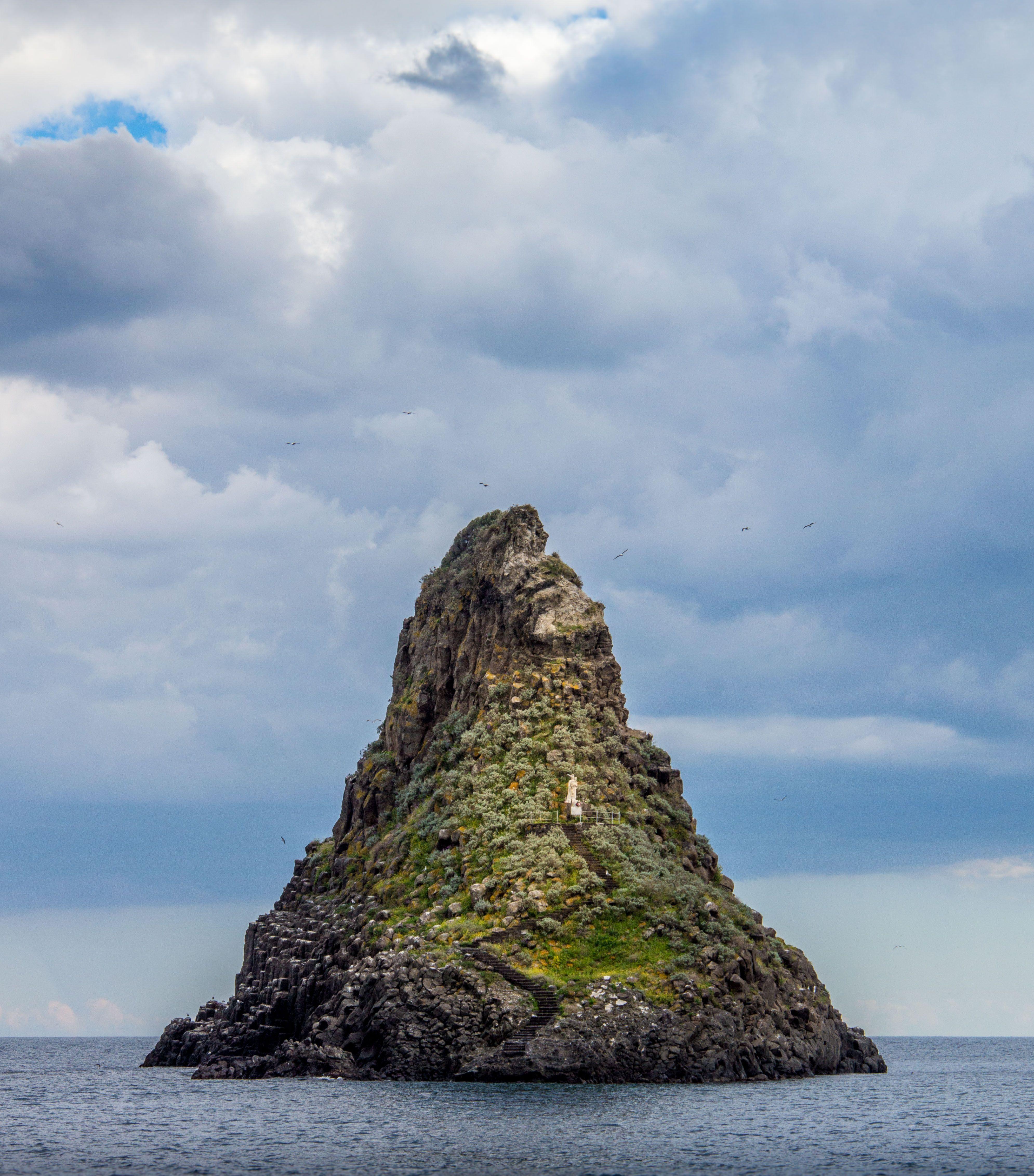 Isole dei Ciclopi (Aci Trezza)   Sicily, Spires, Monument