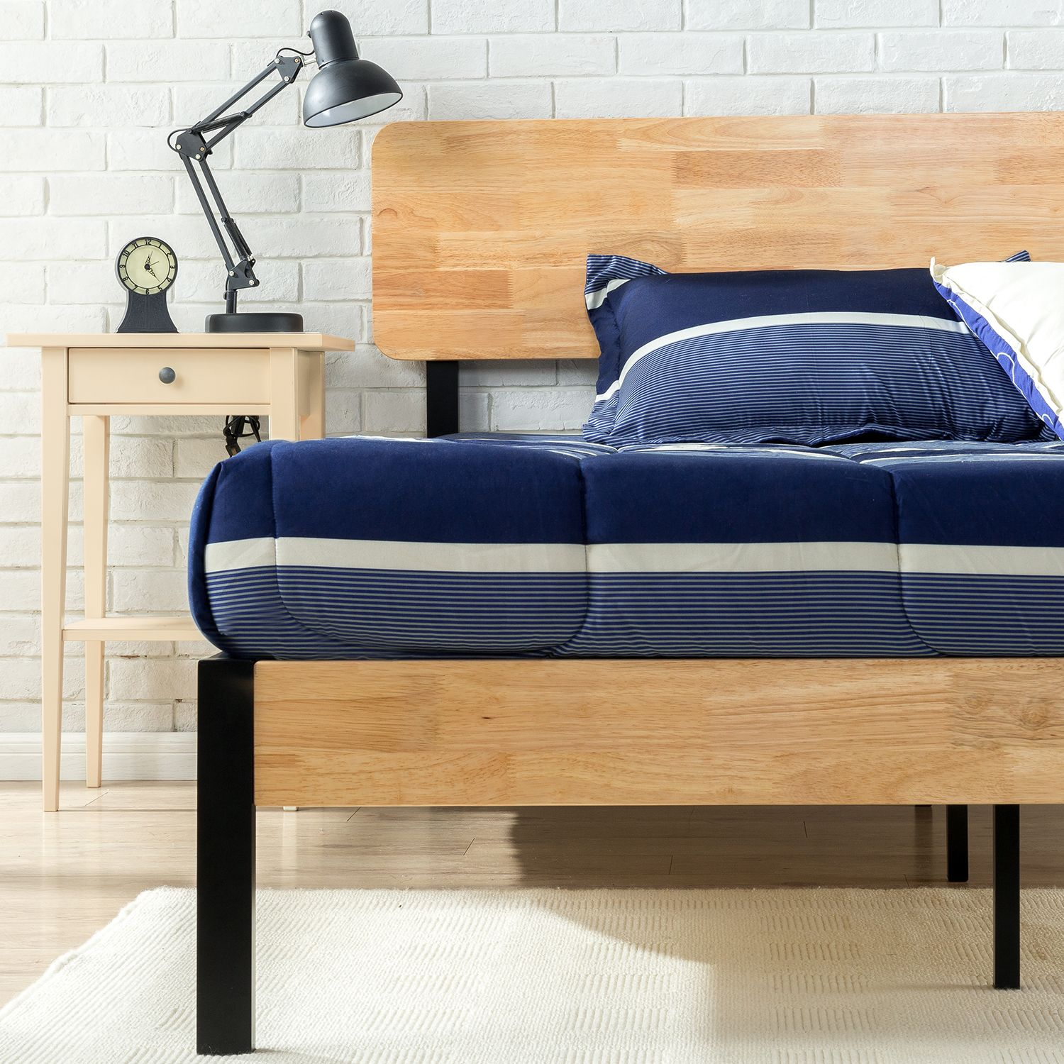 Zinus Tuscan Metal & Wood Platform Bed Detail 1