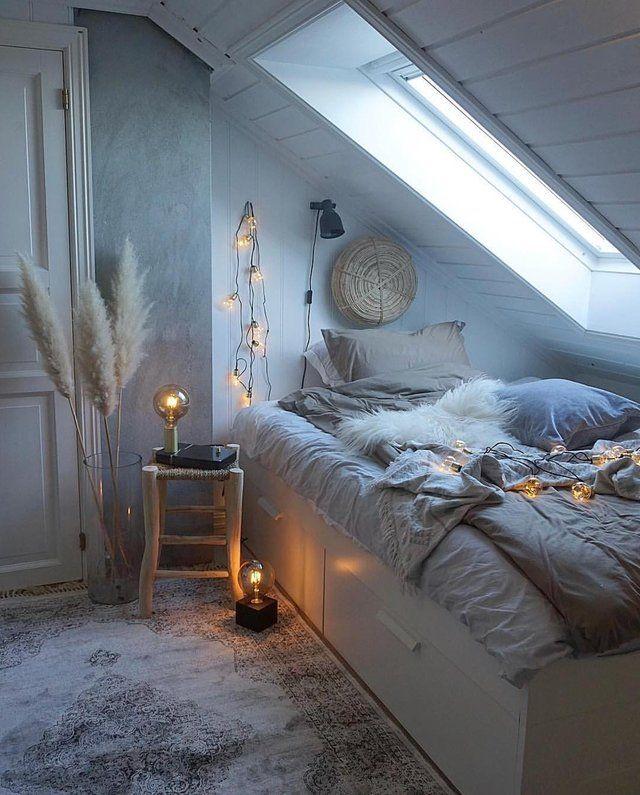 21 Cosy Winter Bedroom Ideas: A Cozy Corner In The Attic : CozyPlaces