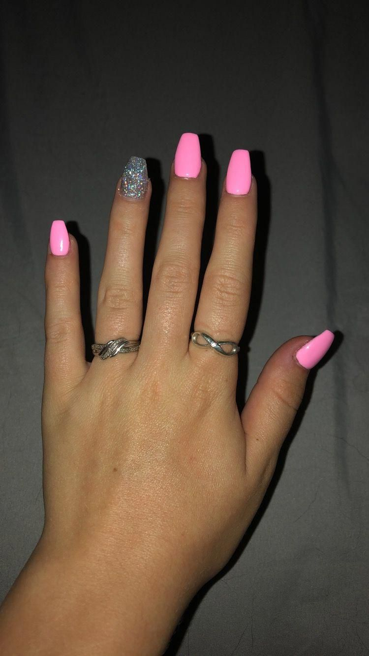 Pink And Glitter Nails Nailscoffin In 2020 Acrylic Nails Coffin Short Pink Acrylic Nails Short Acrylic Nails Designs