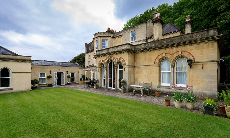 Paradise+Garden   ... with Half an Acre of Lawned Gardens Close to the Centre of Bath