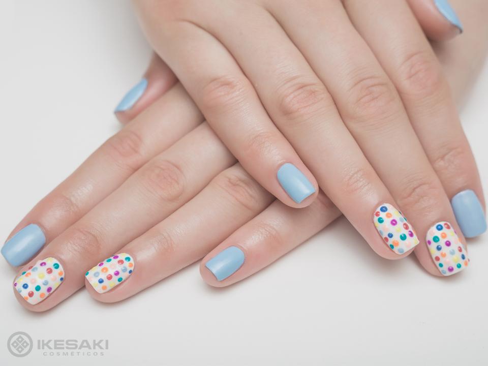 Um pouco de cor para essa terça-feira com as nails poá coloridas! <3