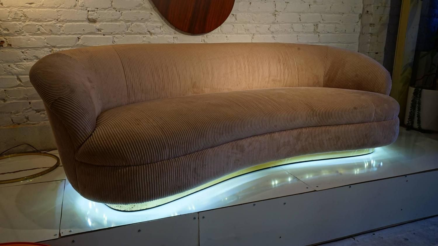 Beau Exquisite Biomorphic Kidney Bean Shaped Sofa By Vladimir Kagan For  Directional Image 3