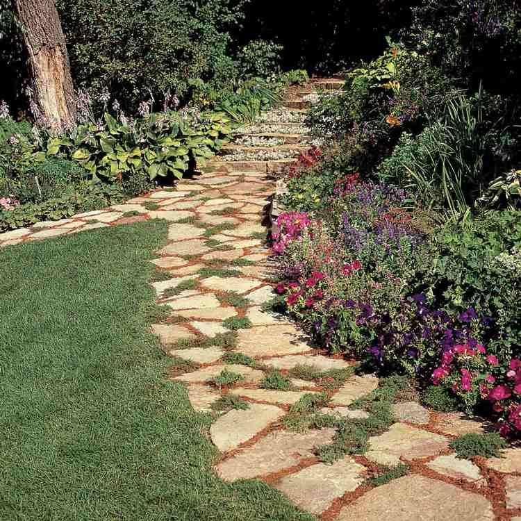Gartenweg Gunstig Anlegen Mit Preiswerten Materialien In 2020 Gartenweg Blumenbeete Garten