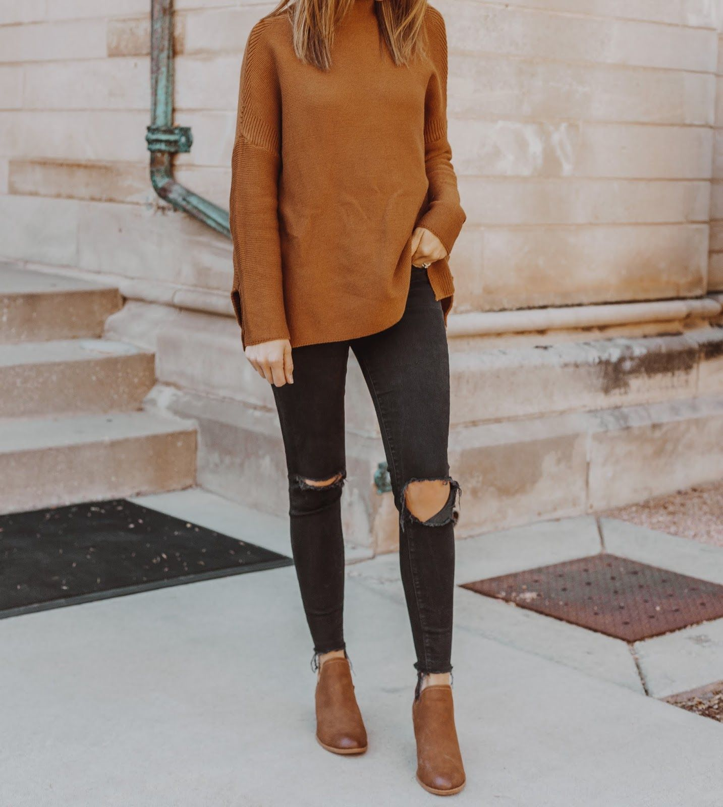 Easy Thanksgiving Outfit: Brown Sweater + Black Jeans - Leah Behr