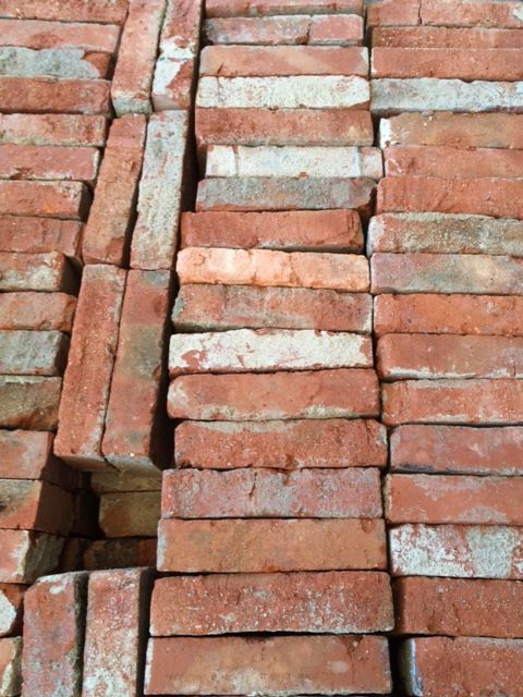 Beautiful Reclaimed Bricks For Your Renovation Project For Sale On Salvoweb Save The Planet One Reclaimed Brick At A Time Each Reused Brick Sav Boden Draussen