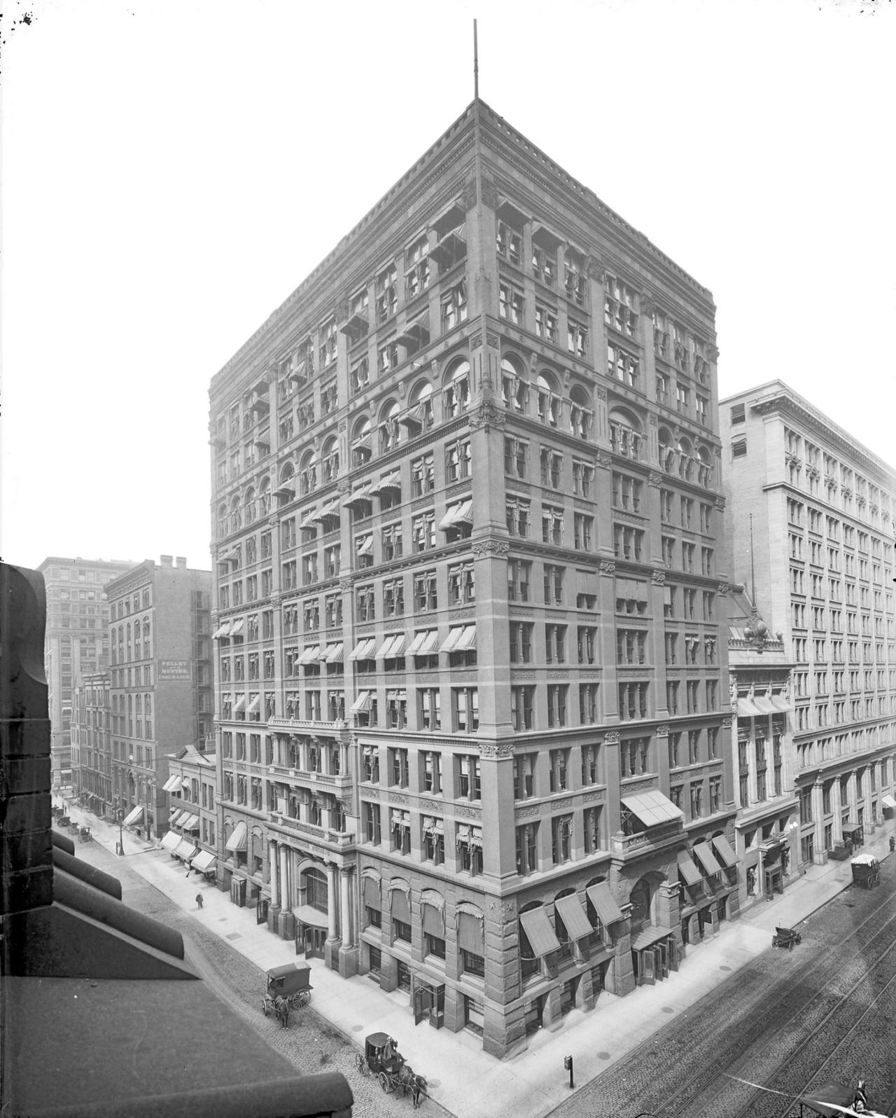 1905. Chicago. Unknown streets. Home Insurance Building