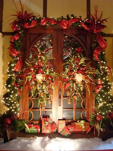 Door with tulle, wreaths, wrapped gifts. | Christmas ...