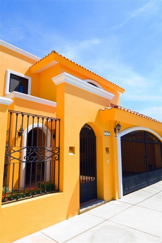Ambiance hacienda jaune zolpan intens ment couleurs peinture jaune zolpan fa ade jaune - Facade maison couleur ...
