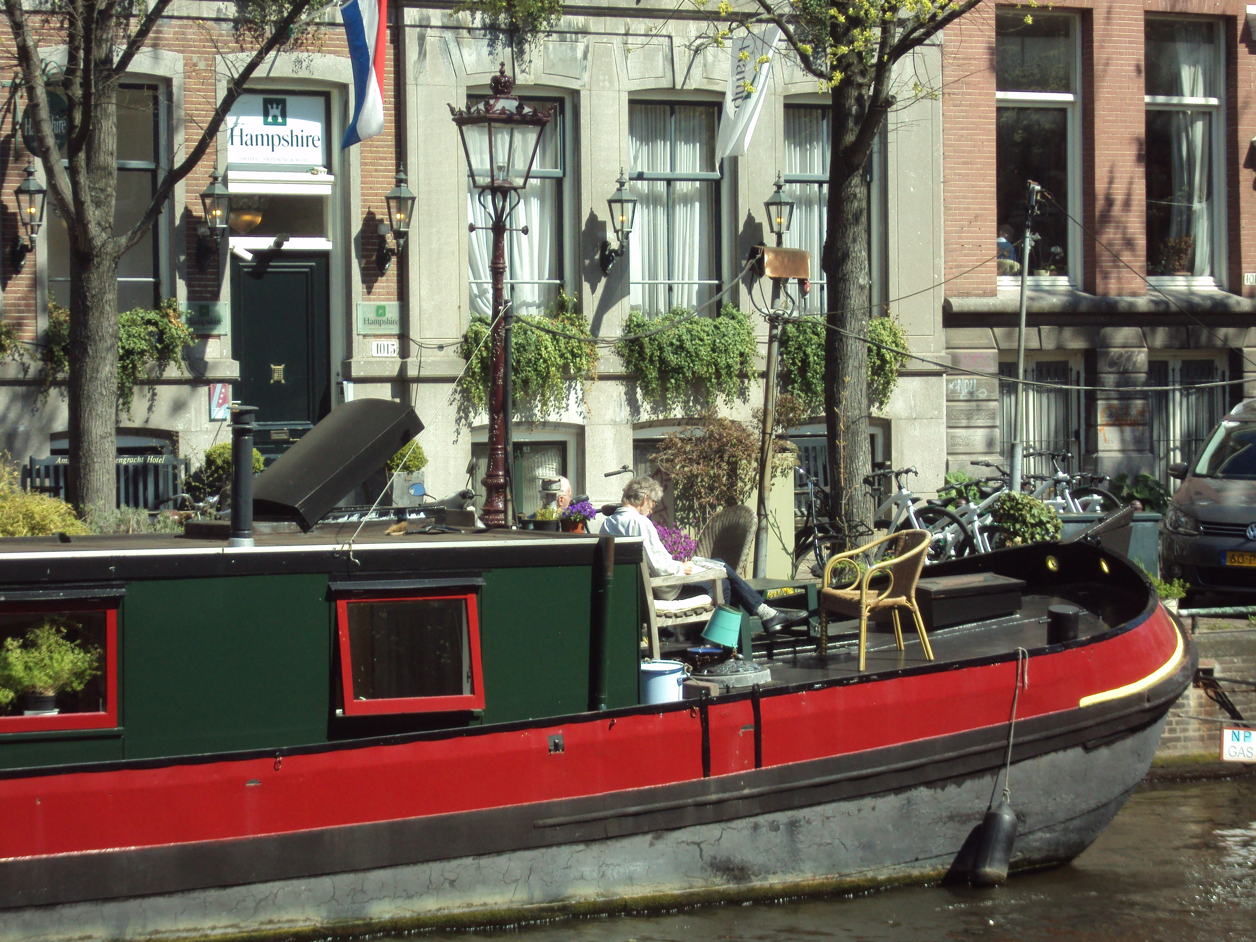 Canais, barcos, arquitetura de Amsterdã