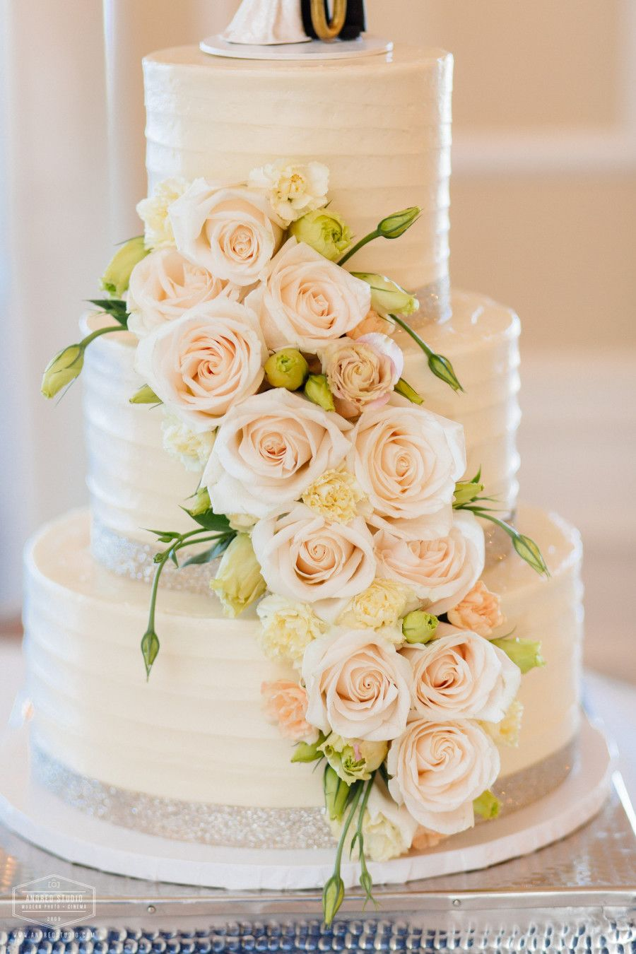 Wedding Cake Flowers by Jade Violet at River House Events | Wedding ...