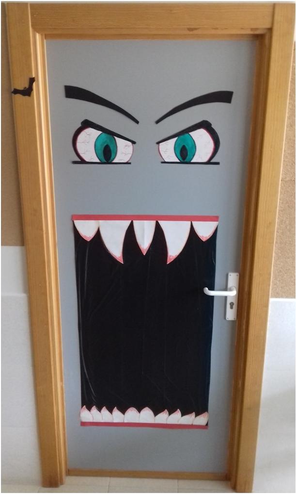 Puerta de halloween 2017 colegio monterrubio de armu a for Puertas decoradas navidad colegio