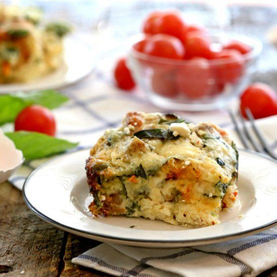 Making a healthy and delicious breakfast or brunch is easy with this Crockpot Sausage Mediterranean Quiche!