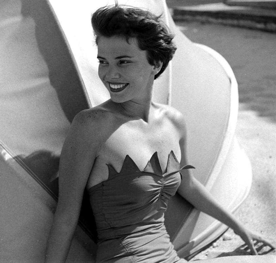 Sunny beach fashions on display in Florida, USA. 1950.
