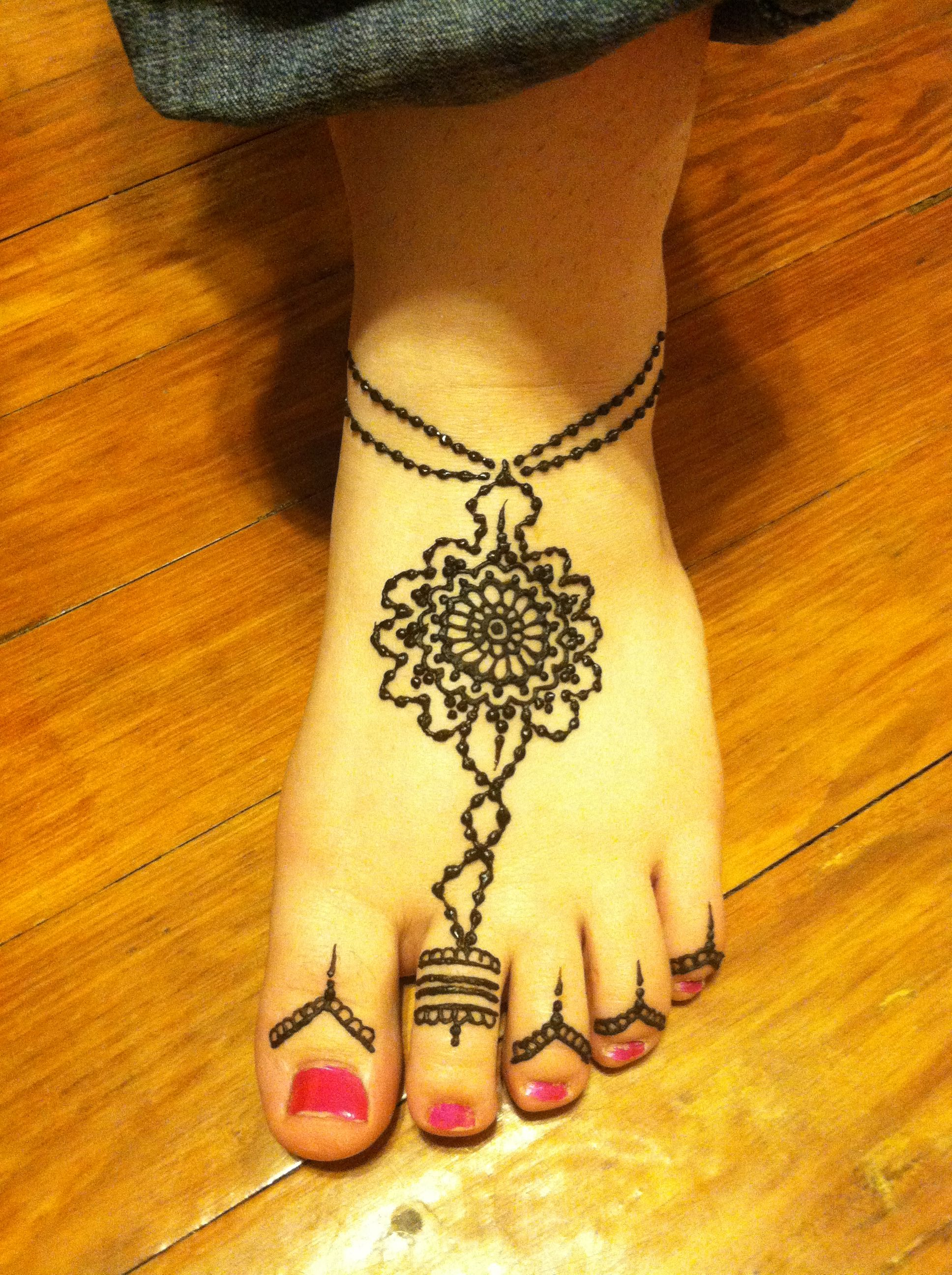 Henna Tattoo Designs On Foot: Henna On The Foot With Toe Ring