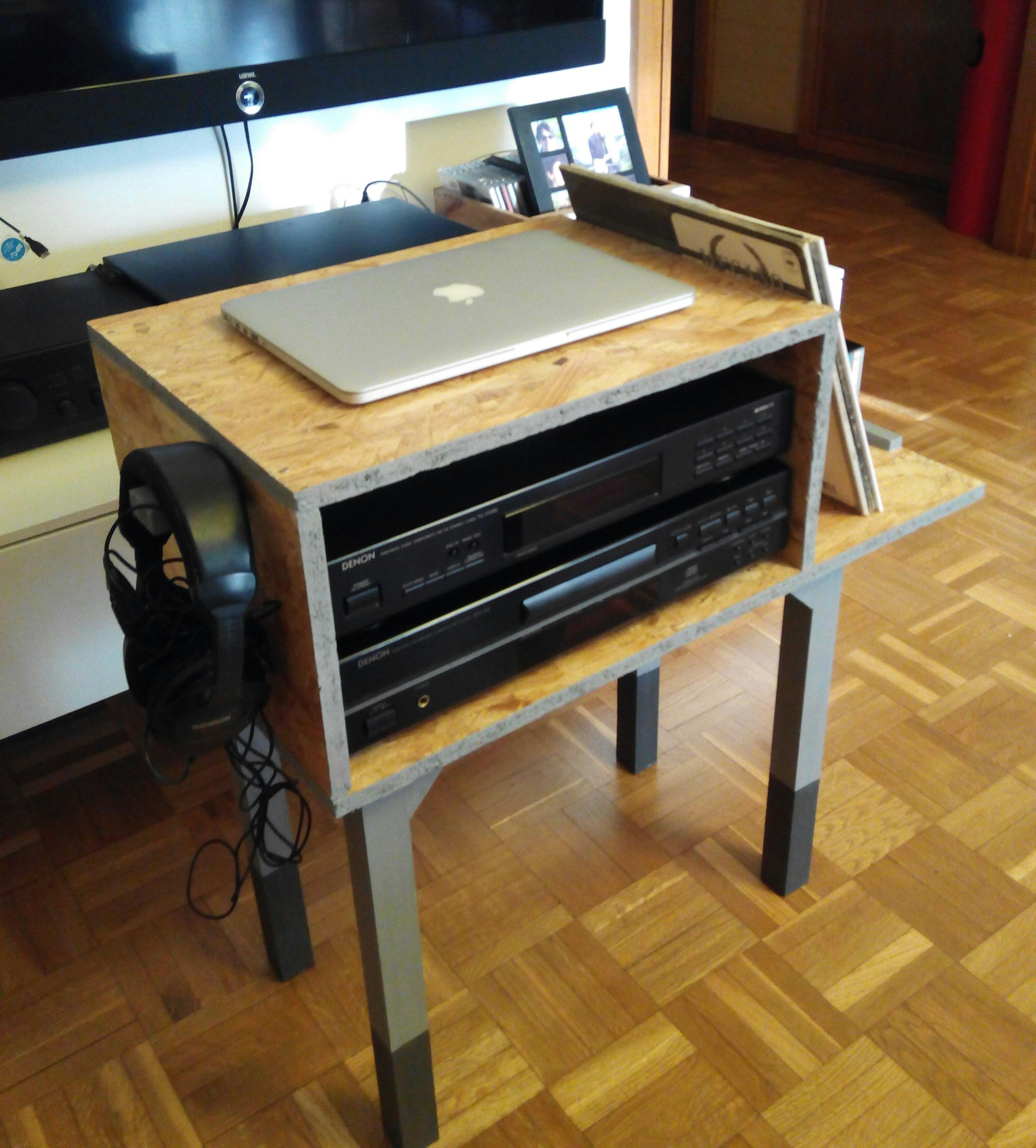 Mueble auxiliar para tocadiscos. Realizado con tablero OSB, madera ...