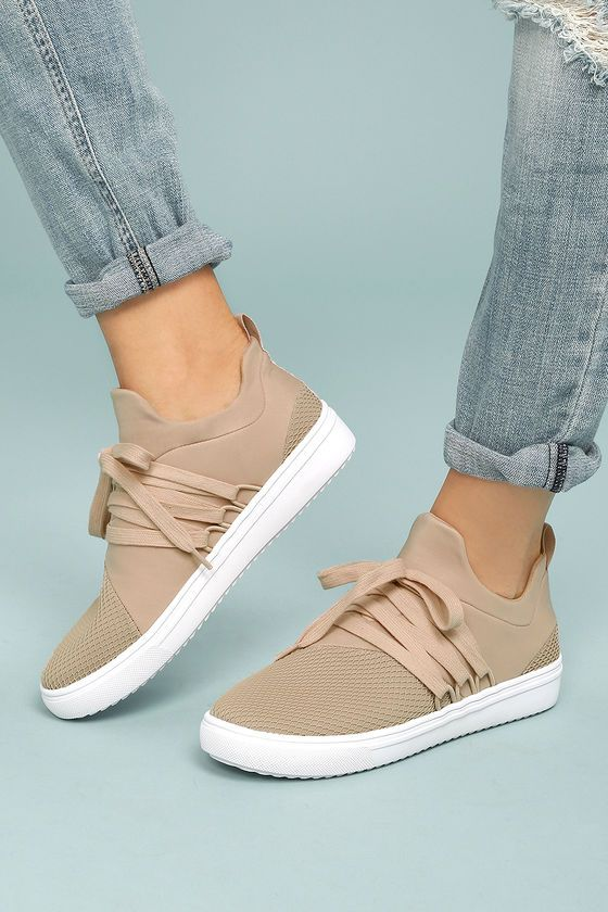 Take your street style to a chic new level with the Steve Madden Lancer  Blush Sneakers