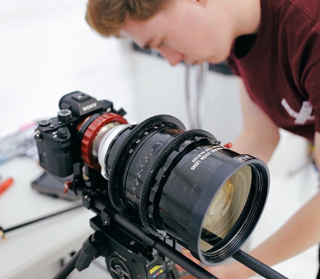 молодоженов розами, лучший фотоаппарат для снимков в движении сделать красивый кадр