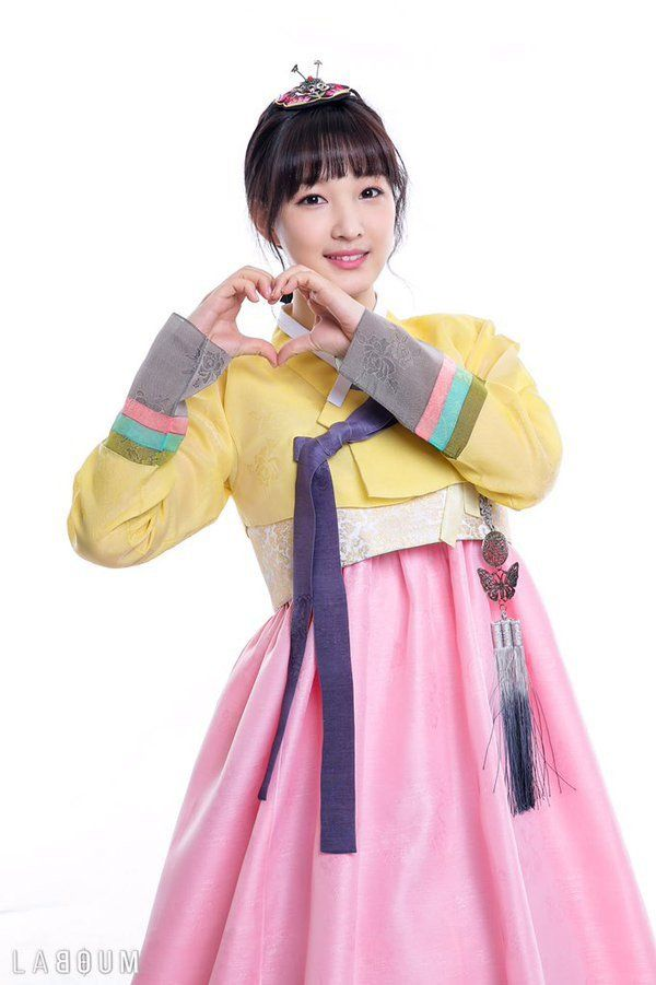 K Pop Idols Wish Viewers A Happy Lunar New Year With Special Photos And Videos Happy Lunar New Year Kpop Girls Korean Traditional Dress