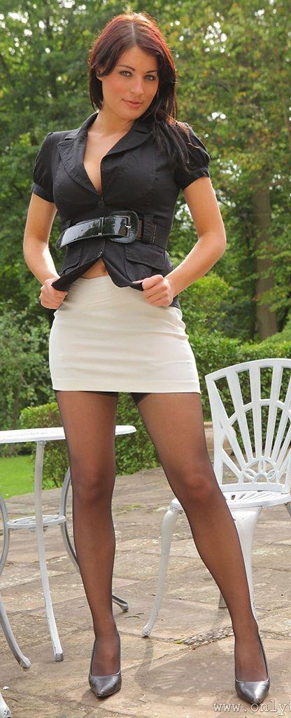 Mature Short Skirts 117