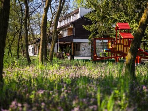 Ózoon Hotel Nyíregyháza Offering unlimited free entry to the Nyíregyháza Zoo, located a 4-minute drive away, Ózoon Hotel features a children's playground. Guests can enjoy the on-site bar.