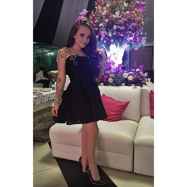 44780908b9db9 O look de ontem para a festa da minha irmã de mãe diferente foi Missteen  Party Collection By Larissa Manoela! Totalmente apaixonada por esse dress  lindo e ...