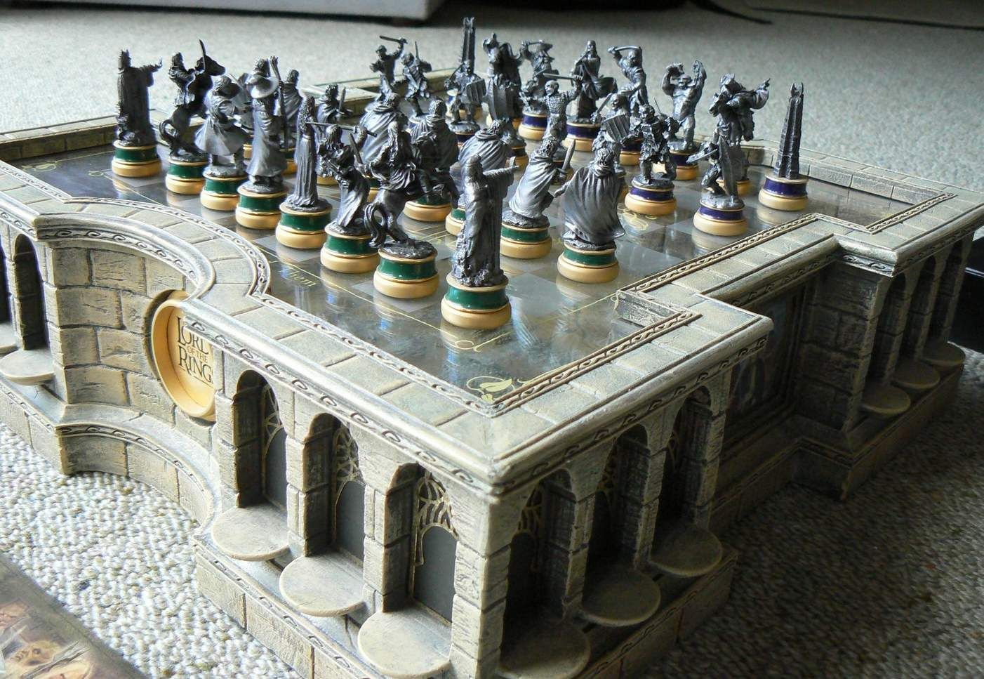 Noble Collection Newline Entertainment Lord Of The Rings Chess  # Muebles De Cocina Jaque Mate