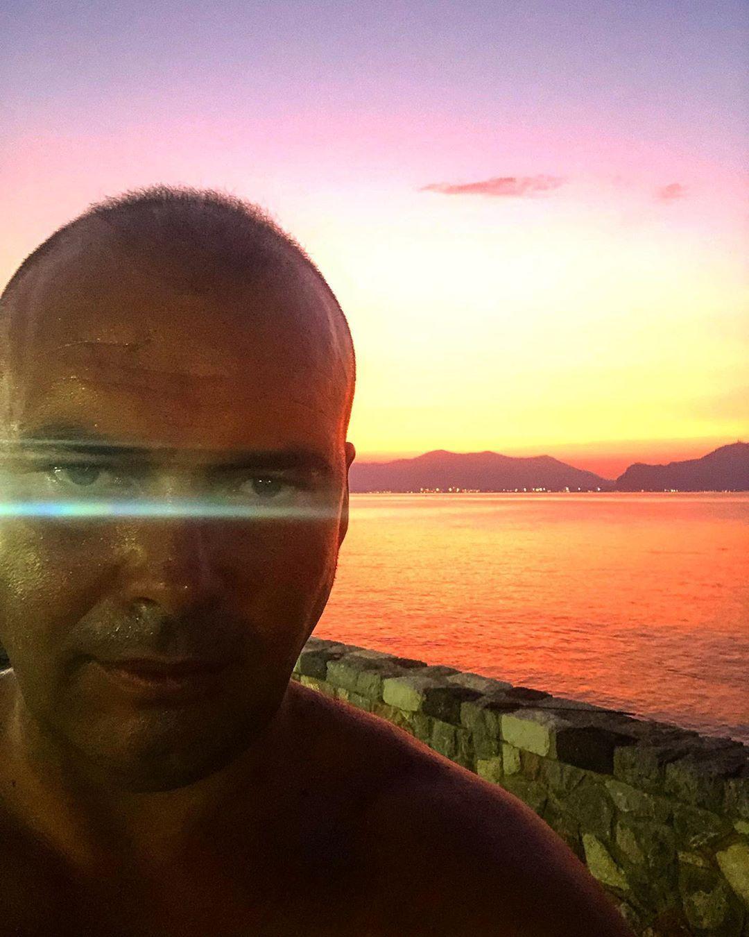 Rosso di sera .... #social #socialmediamarketing #art #travel #work #world ...