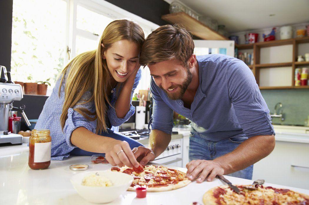 Date Kochen spontanes date diese 6 ideen sind perfekt für einen abend zu zweit